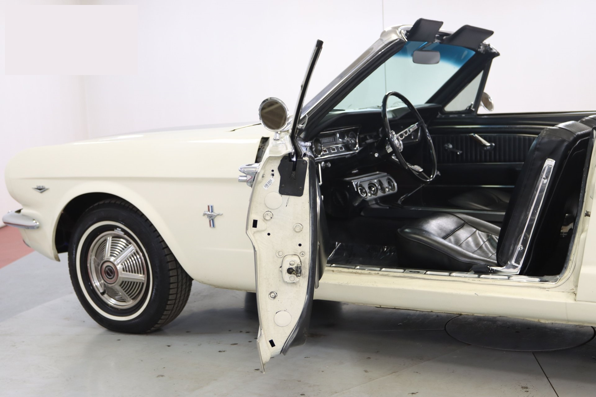 1965-ford-mustang-cabriolet-aeje14